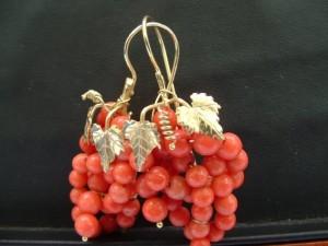 Orecchini grappolo di vite corallo rosso - 1076988291685