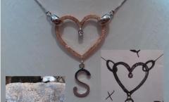 Quando un oggetto si materializza, collana disegnata lall'artista Cristina Pane e materializzata da me